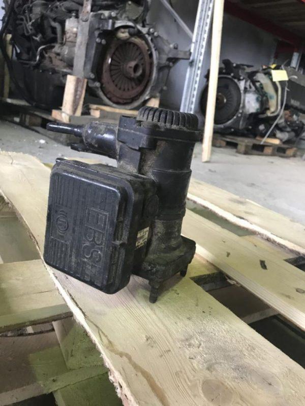 Фото кран управления тормозами прицепа ман